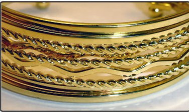 NEW 24K GOLD PLATED STYLISH BANGLE BRACELET SET