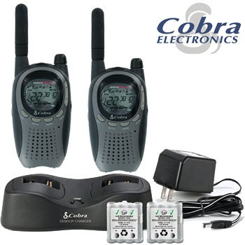 COBRA 6 MILE FRS-GMRS TWO-WAY RADIO CHARGING COMBO