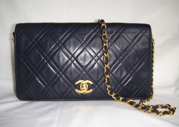 Authentic Vintage NAVY CHANEL LAMBSKIN Diamond Stitch Flap Clutch