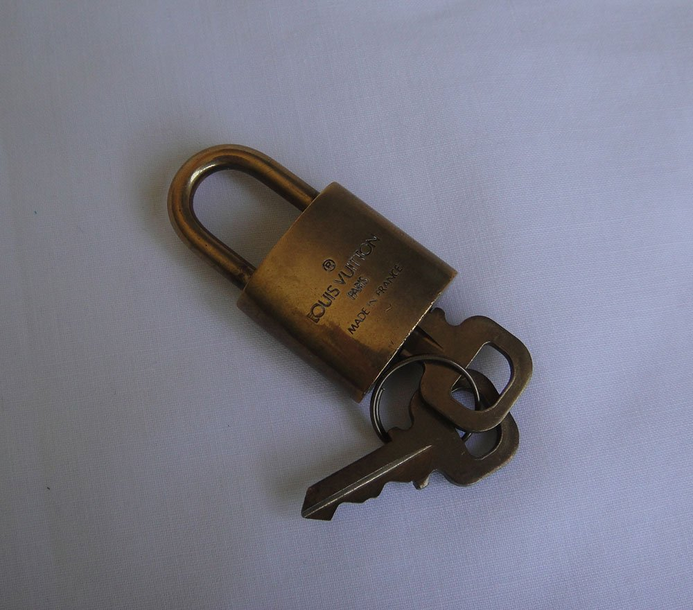 AUTHENTIC Louis Vuitton Lock & Key Set #310