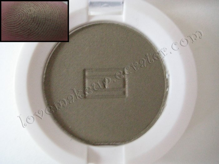 Tommy Hilfiger Wet-Dry Eyeshadow *DUBIOUS* [GOLDEN OLIVE SHIMMER]