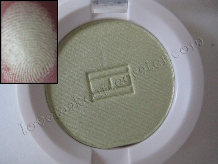 Tommy Hilfiger Wet-Dry Eyeshadow *SNEAKY* [SOFT GREEN SHIMMER]
