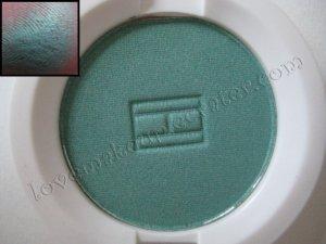 Tommy Hilfiger Wet-Dry Eyeshadow *FREAKY* [SUPER PRETTY SEAFOAM GREEN-LIKE SHIMMER]