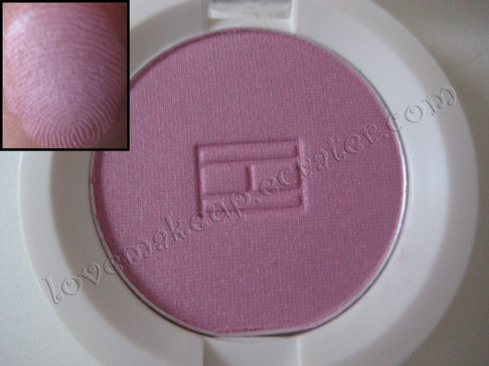 Tommy Hilfiger Wet-Dry Eyeshadow *SASSY* [SOFT BRIGHT PINK]