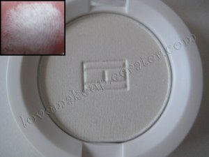 Tommy Hilfiger Wet-Dry Eyeshadow *SCHITZO* [VERY LIGHT ALMOST WHITE]