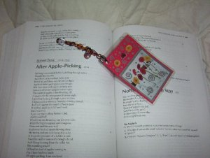 daisy bookmark w/ glass beads & w/ bonus item!