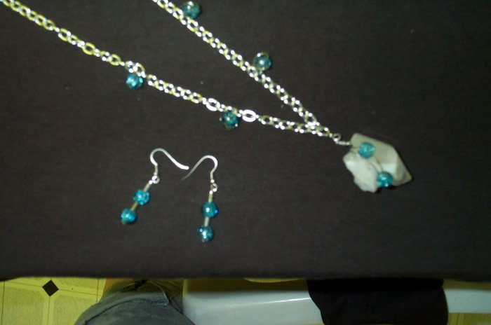 Quartz Crystal Blue Crackle Necklace and Earring Set