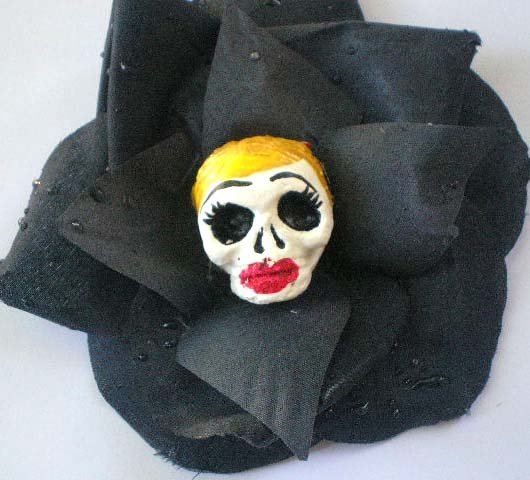 blonde Calavera Black Rose hair clip