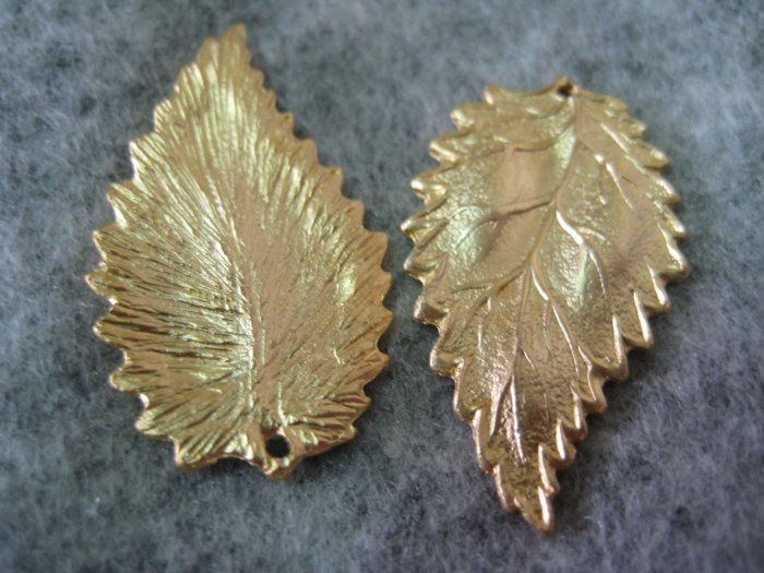 Leaf Charm, Matt Gold, 17mm x 28mm