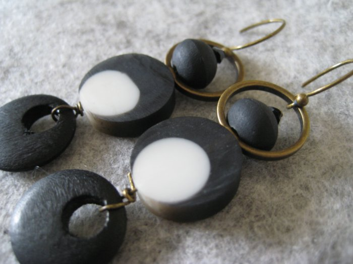 Pendulum Othello ~ Earrings