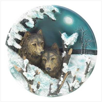 39148 Night Wolves Decorator Plate