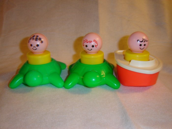 Vintage 1974 Fisher Price Floating Family Bath Toy 3 Jumbo Little People Boat and Turtles Model 411