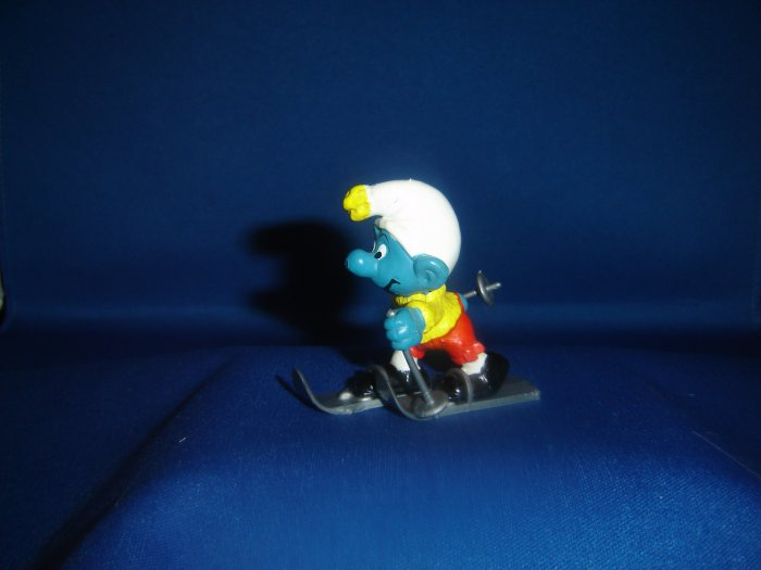 Rare Complete Vintage 1978 Skier Skiing Super Smurf With Skis and Ski Poles 40205 Schleich PVC