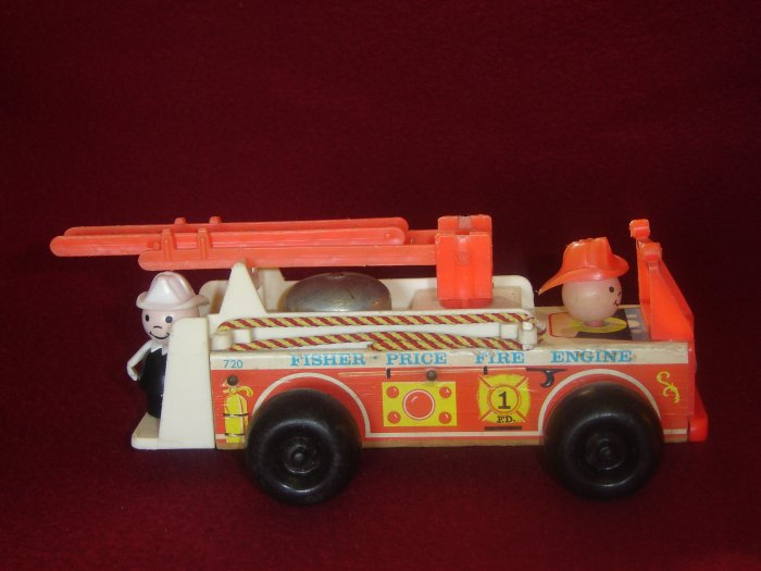 Vintage Fisher Price Little People Play Family Fire Engine 720 Complete With Fireman White Arms