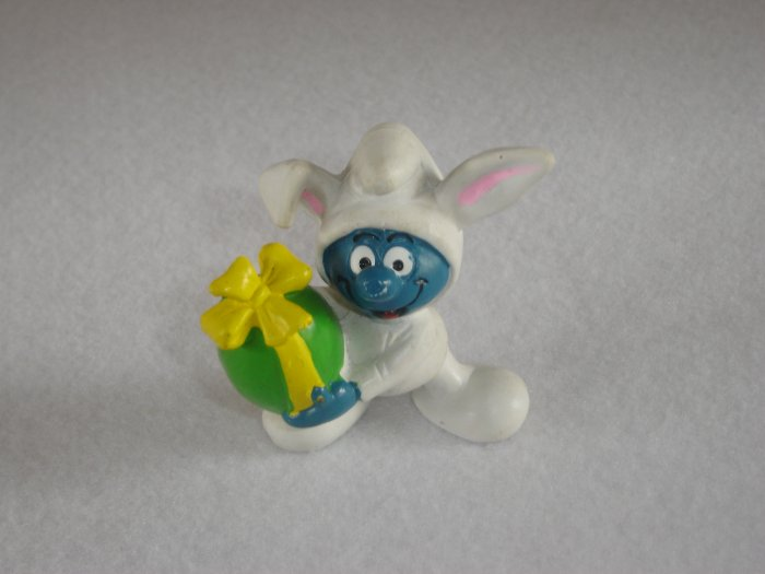Vintage 1982 White Bunny Suit Smurf Holding A Green and Yellow Easter Egg 20496 Schleich PVC