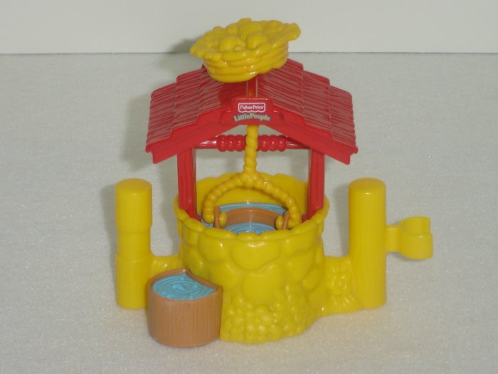 2003 Fisher Price Little People Working Water Well W Crows Nest and Bucket Newer FP LP