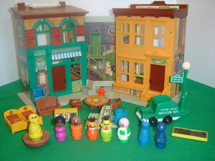 Vintage Fisher Price Little People 938 Play Family Sesame Street House With Accessories