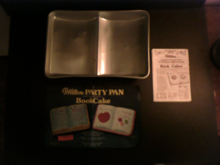 Book Cake Pan -- by Wilton -- 502-7466 -- 1977 *