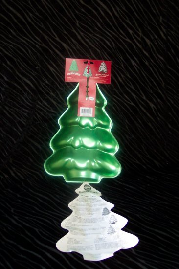 Christmas Tree Cake Pan -- Green -- By Wilton -- 2105-2081 -- 2002 *