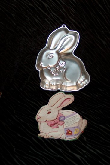 Cottontail Bunny Cake Pan -- by Wilton -- 2105-175 -- 2000 *