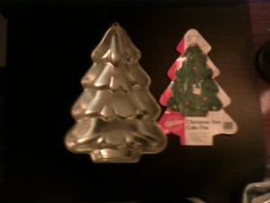 Christmas Tree Cake Pan -- Silver -- by Wilton -- 2105-9410 -- 1986 *