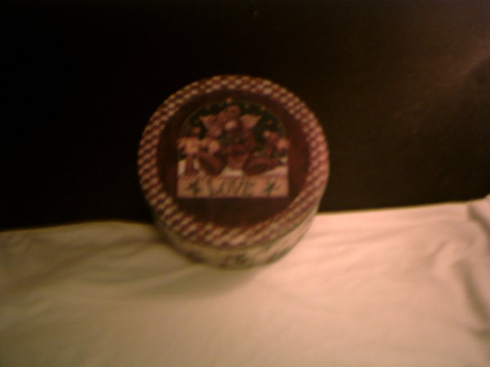 "Medium Size Tin with word ""LOVE"" on lid *"