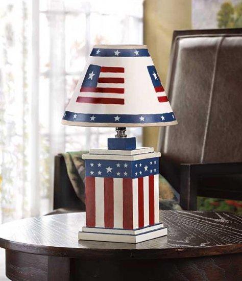 VINTAGE AMERICANA LAMP