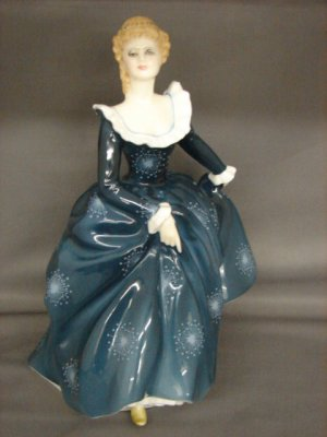 Royal Doulton HN2334 Fragrance Lady Figurine