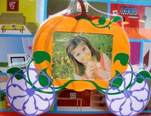 Nextar 3.5 inch Digital Photo Frame Cinderella Style Pumpkin Carriage.