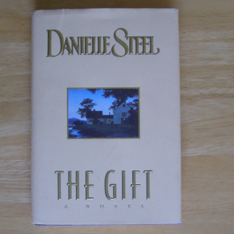 The Gift by Danielle Steel HC DJ First Edition