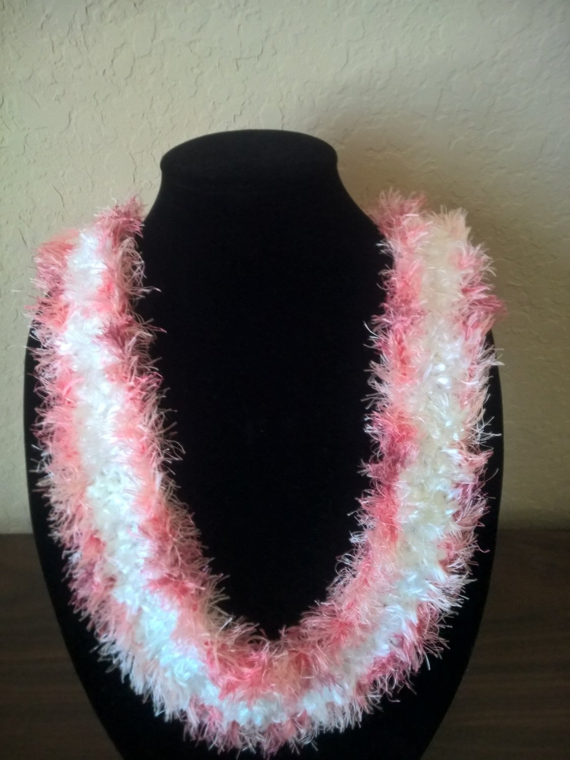 Hawaiian lei Christina flat orchid crochet w/ white eyelash center and contrasting pink edges