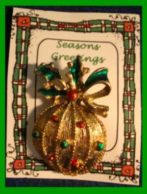 Christmas PIN #103 Signed Gerrys VTG Christmas Ball Ornament Red-Green Goldtone