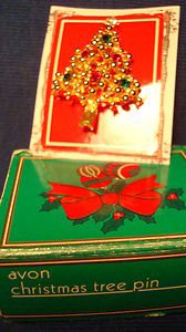 Christmas PIN #0415 Vintage Christmas Tree Goldtone & Red-Green-Clear Rhinestone