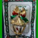 Christmas PIN #0241 Vintage Lantern Candle w/ Red & Green Bow Goldtone - HOLIDAY