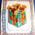 Christmas PIN #0149 Vtg Red & Green Gift Package-Red Bow, Enamel-Goldtone HOLIDY