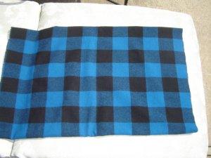 Pendleton black and navy rug hooking wool - Skip To My Ewe