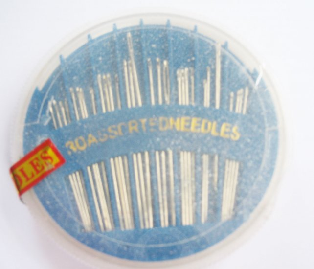 30 Assorted Size No81-3/1 Hand Sewing Needles with Turnable Case