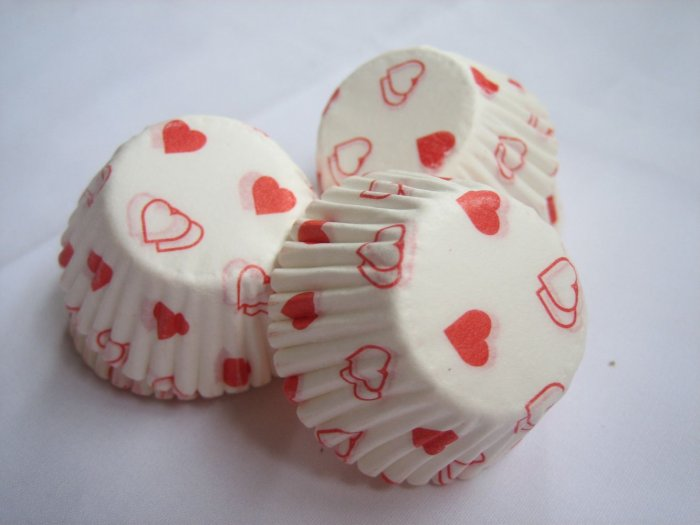 200pcs Mini Paper Cake Cup Printed with Red Heart Valentine
