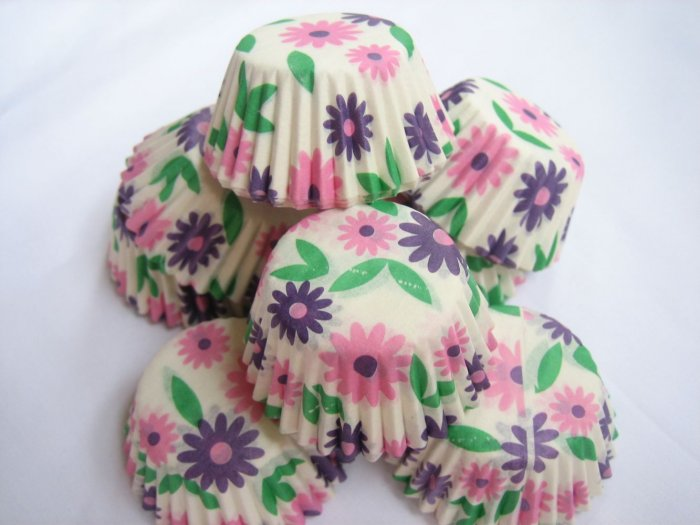 200pcs Mini Paper Cake Cup Pink and Purple Daisy Prints
