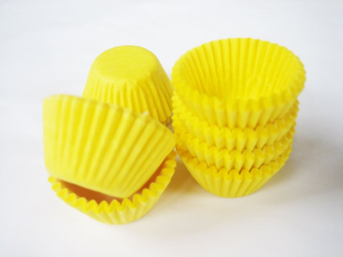 200pcs Mini Paper Cake Cup Yellow