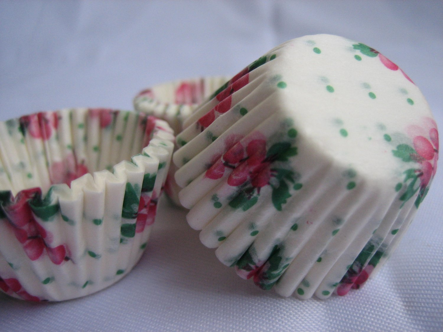 1000pcs Berry Christmas Mini Paper Cake Cup for Candy/Cookies/Petite/Cake 6cm