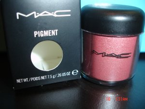 MAC REVVED UP  PIGMENT (LIMITED EDITION-RARE)- SAMPLE WITH SIFTER