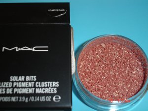 MAC SCATTERRAYS  PIGMENT (LIMITED EDITION-RARE)- SAMPLE WITH SIFTER