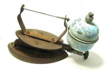 Vintage Clothes Iron Metal Kerosene Bulb Aqua Rusty Antique Home Decor