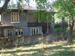 ref:1011 Really interesting old house, Voditsa, Bulgaria