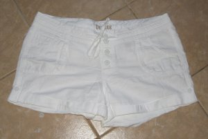 White 5 Pocket, 4 Button with Tie Linen Shorts with Cuffs - Decree (Size 17)