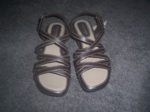 Brown and Tan Sandles Complete Comfort by Predictions size 6 1/2  NEW