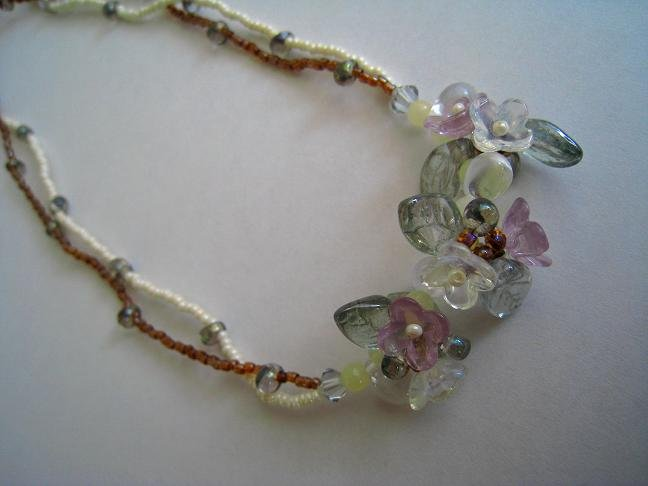 FLOWER AND LEAVES NECKLACE