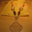 Gold wire 'diamond' and ceramic beads necklace
