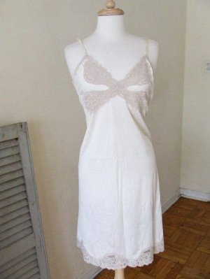 L vintage creme slip